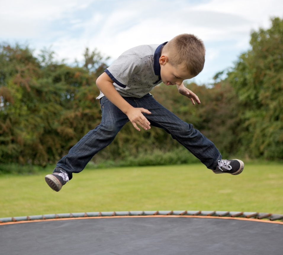 Een trampoline opbouwen doe je gewoon eenvoudig zelf